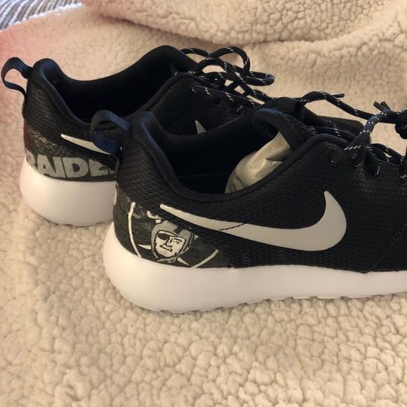 ed3d866b62cd Custom Raiders Nike Roches